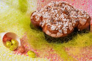 Colombe pasquali e uova di cioccolato artigianali